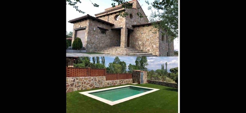 Casa rural con piscina Los Nerios