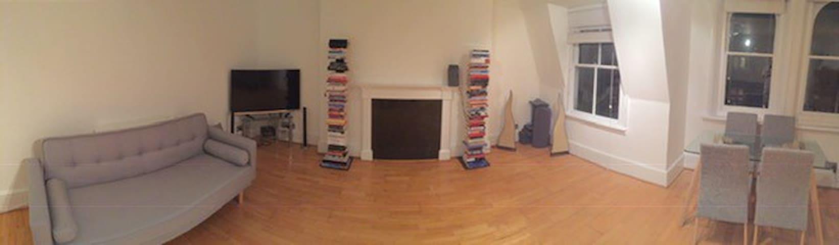 Living Room - Panorama