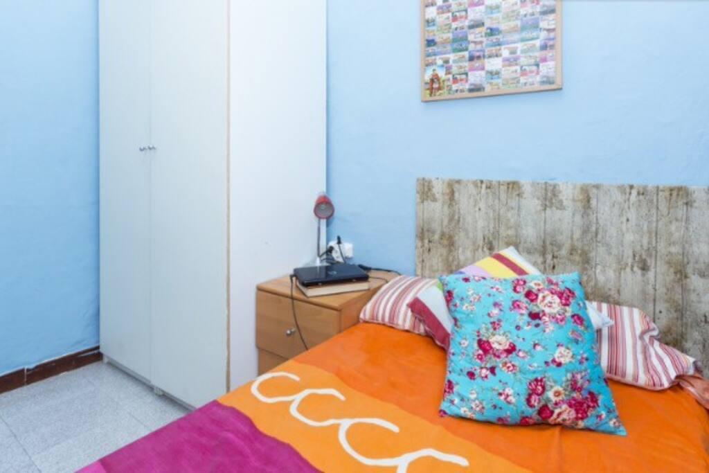 Habitaci n peque a en alquiler en barcelona catalunya for Habitacion barcelona
