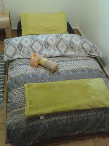 Habitación cómoda y cálida para corta estancia - Madrid