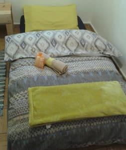 Habitación cómoda y cálida para corta estancia - Madrid - Byt