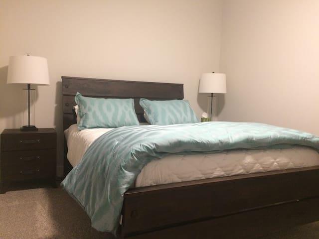 Upstairs bedroom. Queen bed. Super comfy.