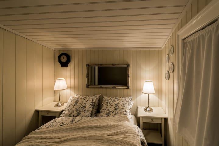 Master bedroom 140x200cm