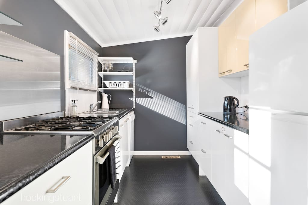 Modern cooks kitchen with large range stove and gas cooker top- just Perfect for winter roasts. For summer days - there is also a large Webber BBQ