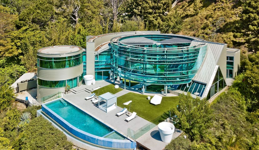 BEVERLY HILLS SUPER LUXURY GLASS MANSION, POOL,SPA