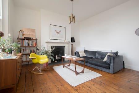 Lovely 1 bedroom flat on park, Hackney - Apartmen