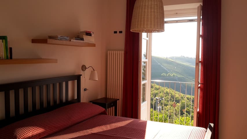"""Rose"" apartment in Barbaresco -  00401100001"