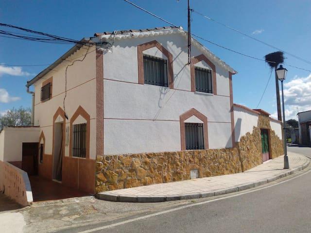 Casita entre la vera y monfragüe - Valdehúncar - Huis