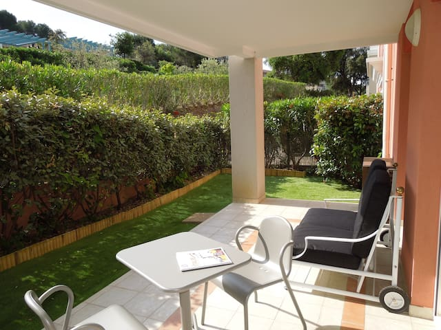 New flat for 2pers Swimming pool, A/C, Parking - Biot