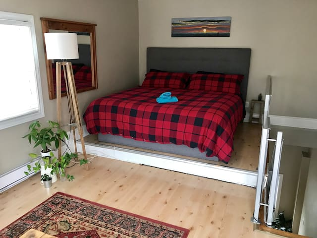 King Size bed in loft style bedroom (4th floor)