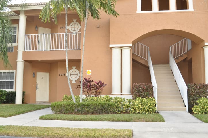 STUDIO CONDO IN CASTLE PINES PGA VILLAGE - Port St. Lucie - Condominium