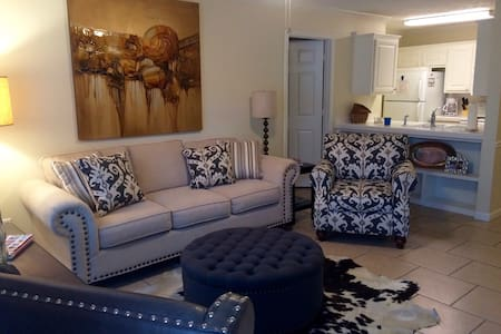Cowbell Condo- 2 bedroom 2 bath - Starkville - Appartement