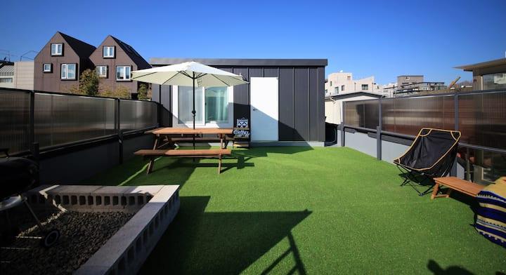 ZIBRO Hongdae - RoofTop Room_ BBQ & Pets allowed