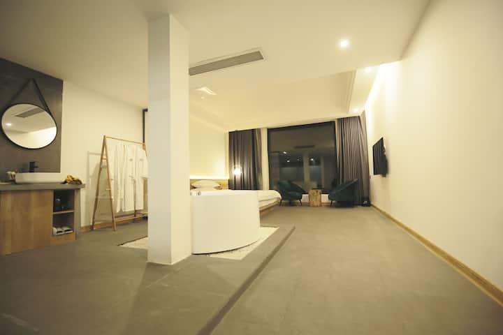 【东江湖3号艺宿】至尊/落地窗山景/大床房
