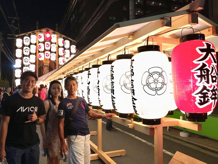 宵山Yoiyama nights are some pre nights of 祇園祭 Gionmatsuri  parades. Fantastic & beautiful!