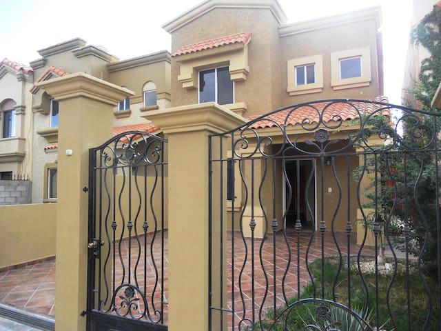 bonita casa en renta en la zona dorada de mexicali