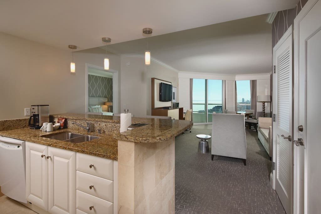 Tresor Tower 2 Bedroom Suite Apartments For Rent In Miami Beach Florida United States