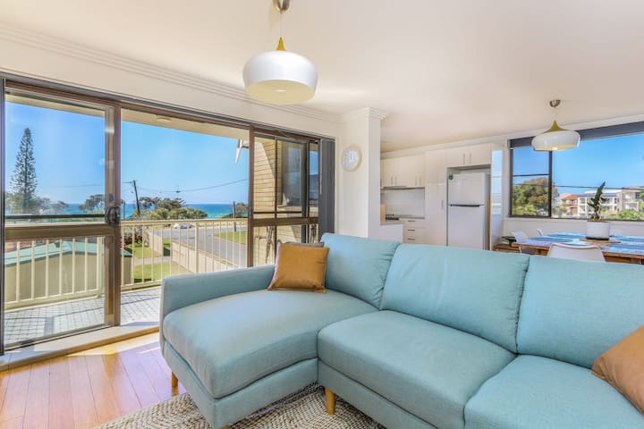 Beautiful 2 bedroom ocean view apartment in the Kingsway Building, right...