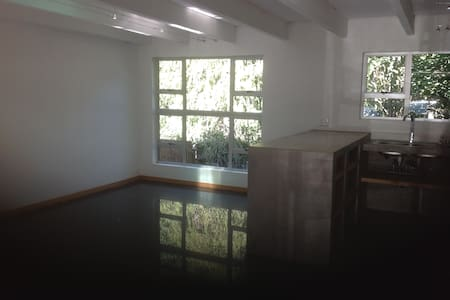 Large and private 1 bedroom studio in Parks area - Randburg