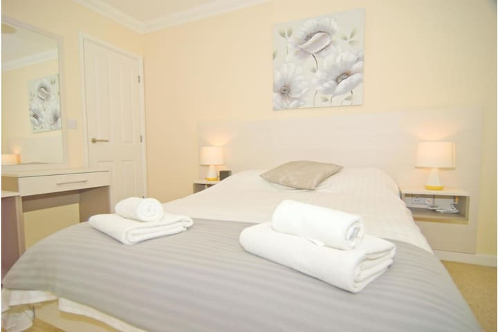 2Bed Room Apartment in Roof Serviced Apartments