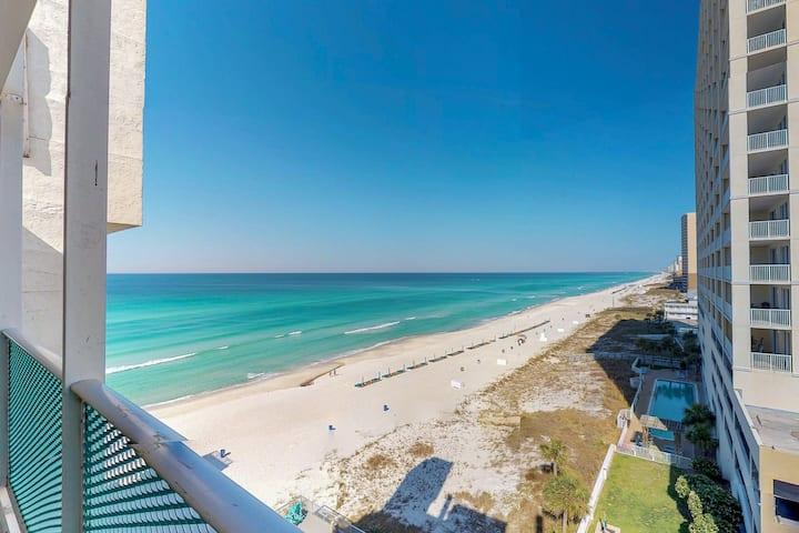 Comfortable beachfront condo w/ a shared pool & easy beach access!
