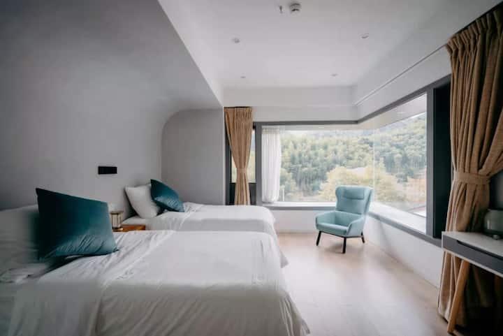 地暖--FREEDOM山景双床房-超大飘窗鸟瞰核心山景/坐落在莫干山半山腰/超大观星平台