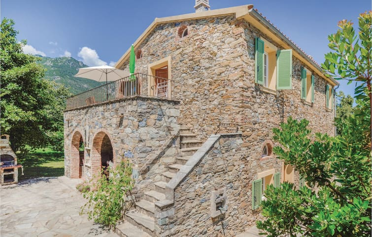 Beautiful home in Santa Maria Poggio with WiFi and 3 Bedrooms