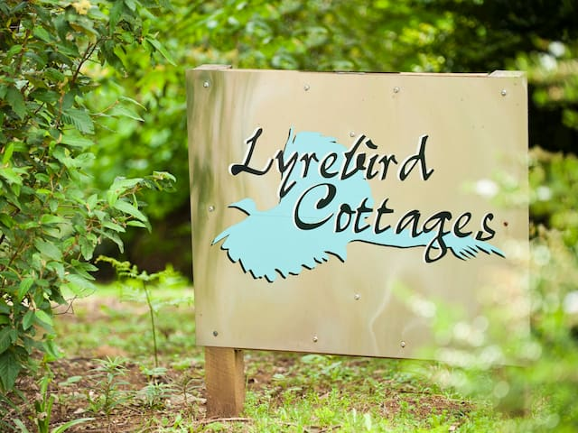 Lyrebird Cottages - Mount Toolebewong