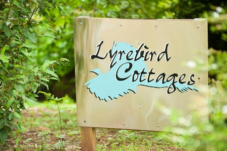 Lyrebird Cottages - Mount Toolebewong - Hus