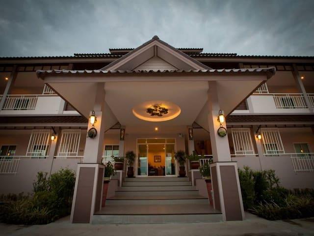 Chiang Kham Grand Villa - Tambon Chiang Ban - Boutique-hotell