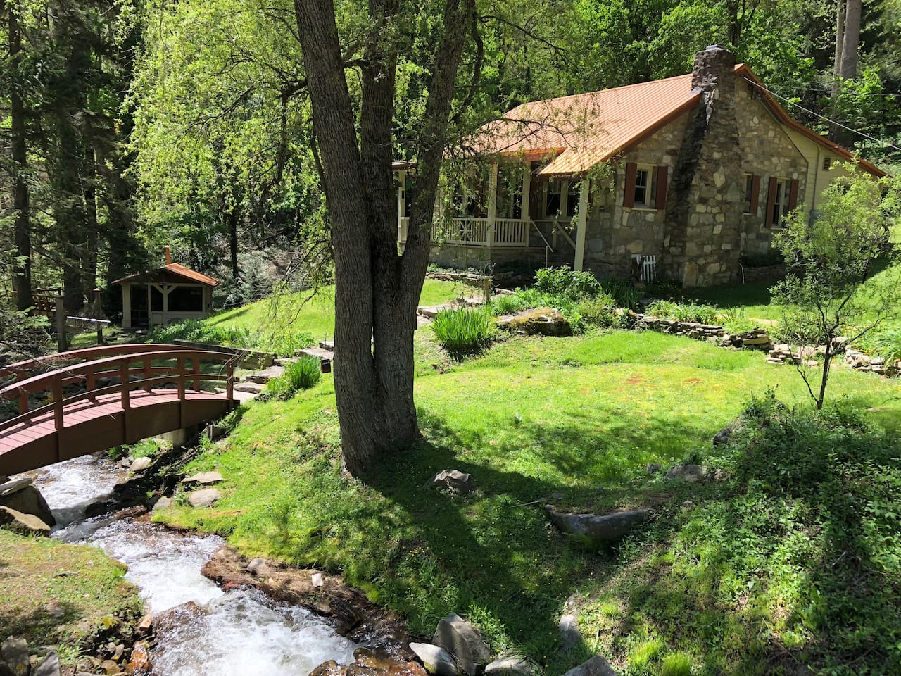 French Country Cabin on year round rushing creek.