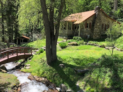 Eagles Rest Creekside - French Country Cabin