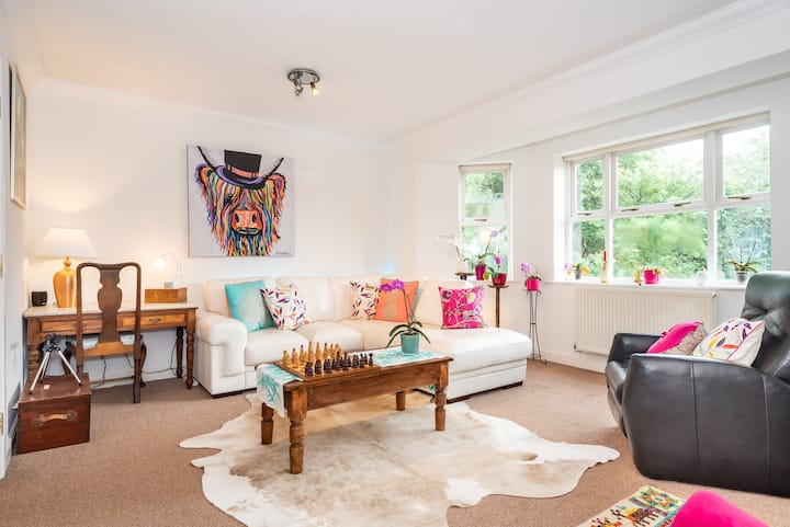 Beautiful, Spacious  4 Bed Townhouse for up to 6