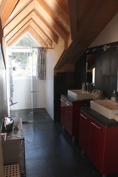 Dusche ,Toilette, Lavabo für Gäste
