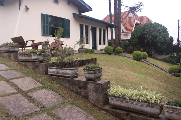 Cozy and Charming House (up to 16 people) - Campos do Jordão - Haus