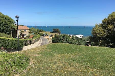 Entire bungalow with Seaview - Ventnor, Bonchurch