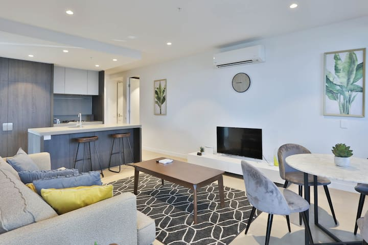 Box Hill Central Sky One 3BR/2BA APT A *Pool&Gym