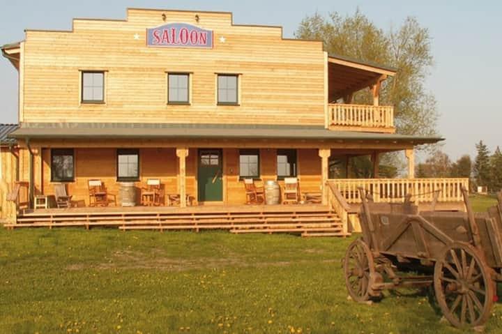 schönes Gästezimmer auf der Horse Lake Ranch