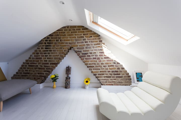 Double Room with private loft - London - Hus