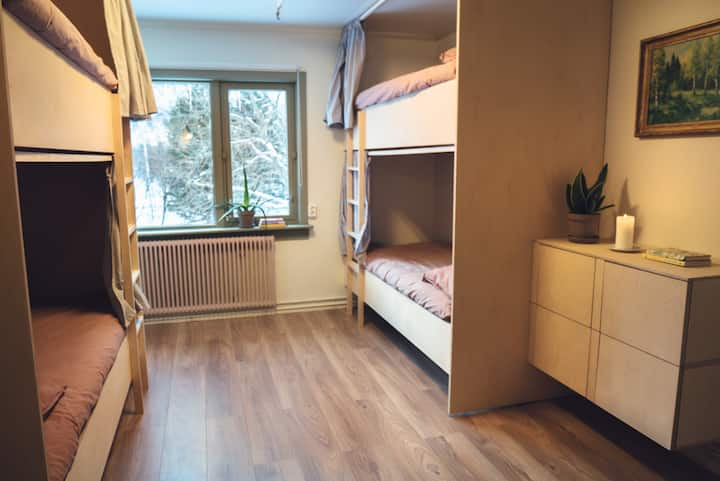 Cosy 4-person dorm in Lofoten with mountain views