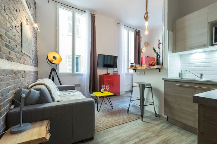 Modern Studio Loft Located In Old Nice