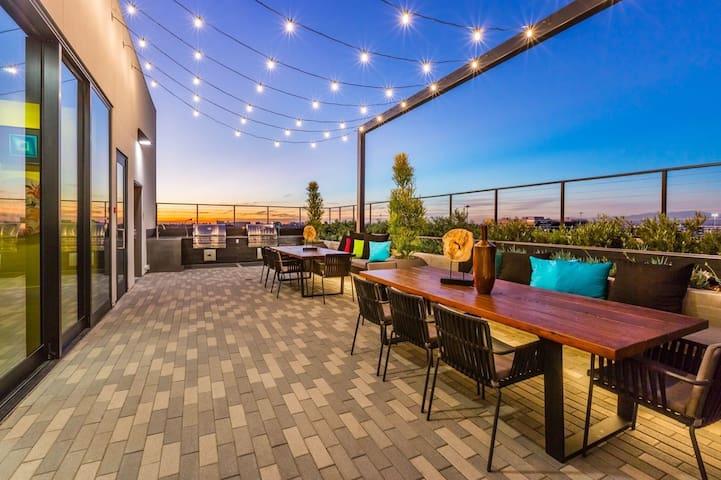 Irvine Luxury Condo/5star Resort Style Amenities