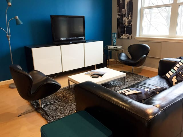 Stylish Two-bed (1br/2bed) Suite (C)