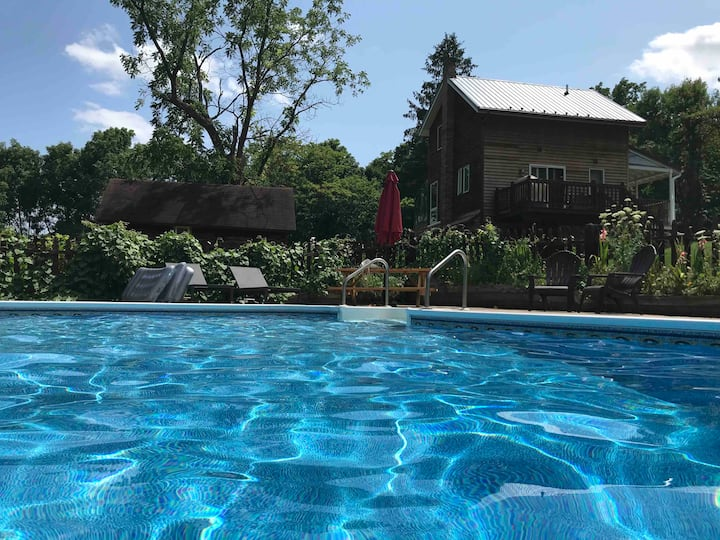 The Little House - Pool Open Until Mid-October!