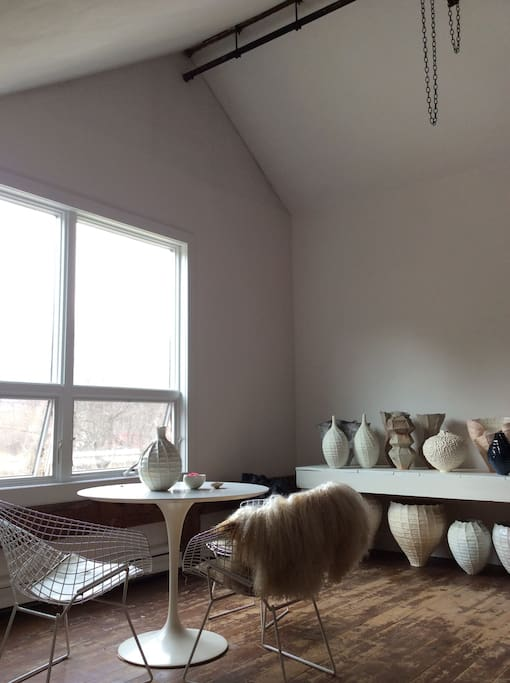 Room to sit and enjoy the mountain view surrounded by beautiful pottery !
