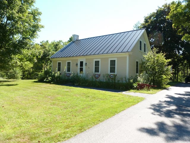Peaceful Riverside 3BR Cape Close to Mt. Sunapee