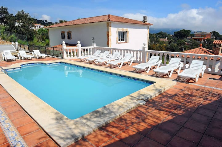 Impresionante Villa Pinares cerca de Lloret de Mar - Lloret de Mar - Huoneisto