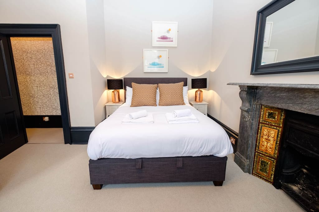 Amazing comfy king size bed made with up with hotel style linen