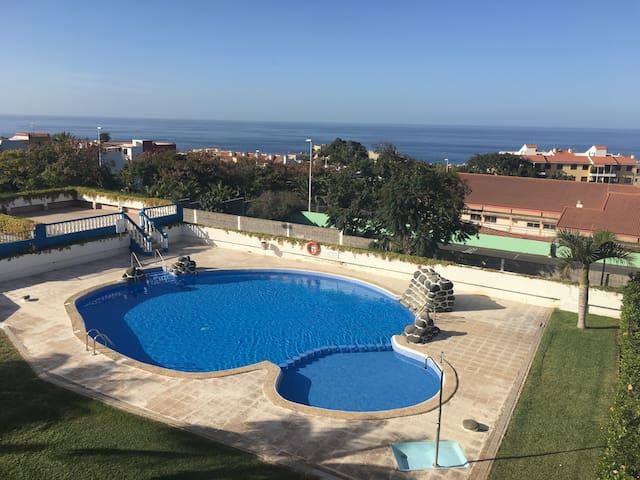 Apartamento con piscina y terraza con vistas