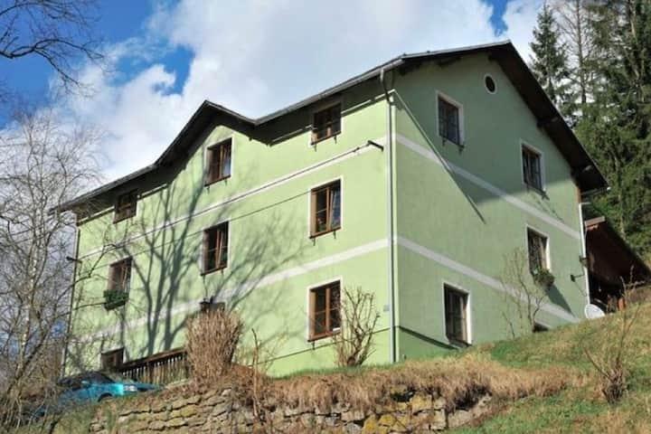 Acogedor apartamento cerca del bosque en Vordenberg